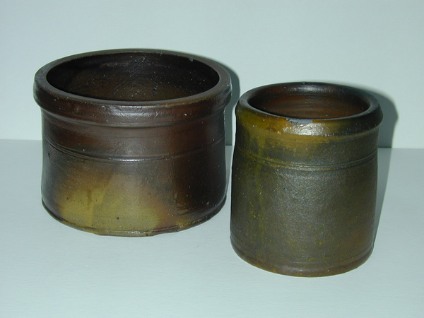 Two small Decker pots. ai34.