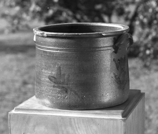 Family owned cobalt decorated crock c 1970. Burbage13.